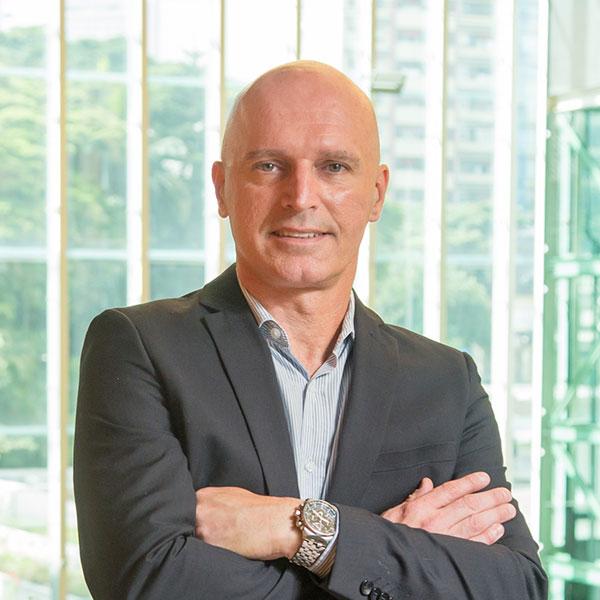 Aldir Rocha - Lidera equipes de TI há mais de 20 anos. Especialista em desenvolver diagnósticos e soluções eficazes com foco na geração de negócios para as empresas.