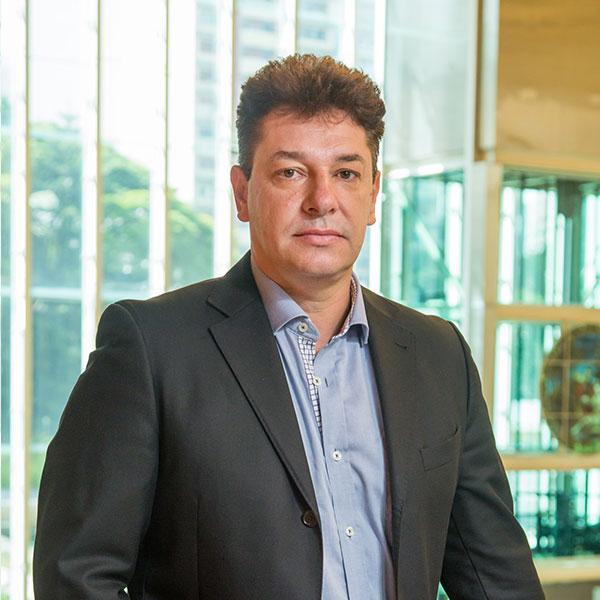 Renato Maio - Especialista em desenvolver projetos em organizações multiculturais e globais, atuando com gestão de mudanças e impactos organizacionais.