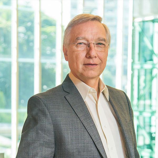 Sergio Lozinsky - Com mais de 30 anos na TI, é fundador da Lozinsky Consultoria. Autor de livros e inúmeros artigos sobre estratégia empresarial e tecnologia.